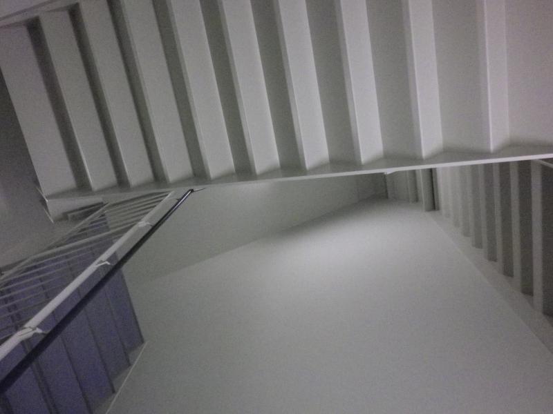県庁階段 上を見上げる